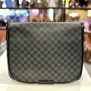 Louis Vuitton District Messenger